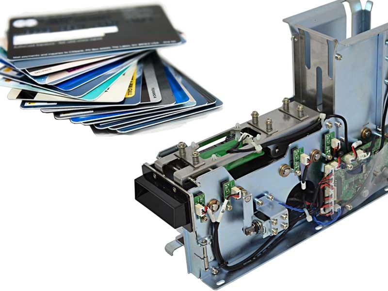 Equipos expendedores y recolectores de tarjetas de plástico